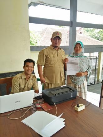 Pemdes Celukanbawang, Fasilitasi Warga yang Akan Melakukan SP2020